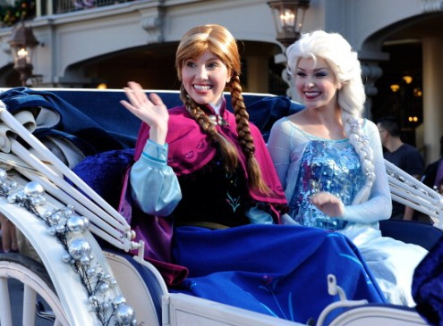 Making A Difference in College:Students Dress as Fairy Tale Princesses And Visit Sick Kids