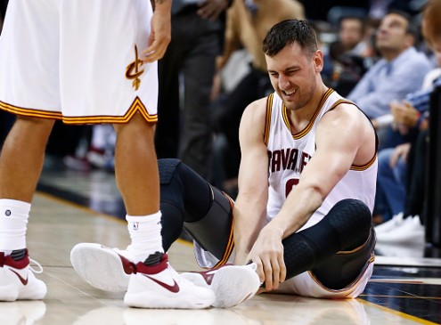 Andrew Bogut's 'Tragic' Cavs Debut, Who Will Replace Him
