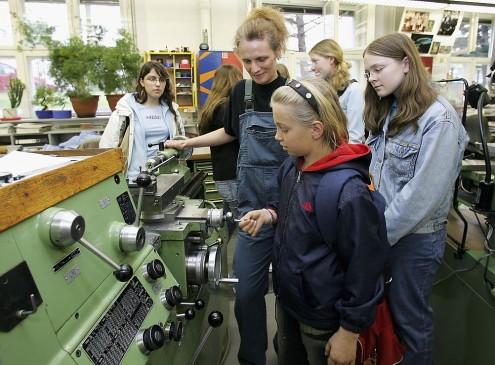 SheTech Explorer Day Program Helps Utah Girls Prepare For STEM Careers