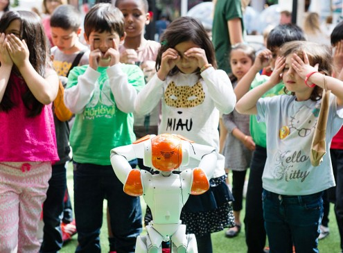 USC Annual Robotics Openhouse: Kids Get Their Hands On Robots; A Most Memorable Field Trip [Video]