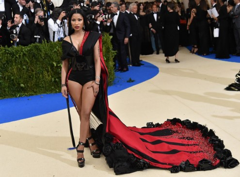 Nicki Minaj Pays For Fans' College Debts; Gives $18,000 To 8 Students [VIDEO]