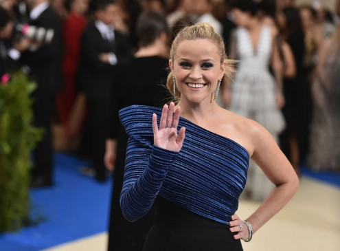 Reese Witherspoon Returns To Her Old Stanford Dorm: Meets Beautiful Student Living There [VIDEO]