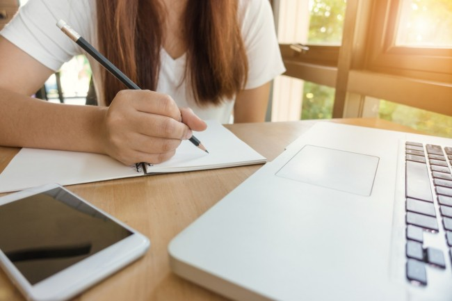 Which is Better: School Online or a Standard Education?