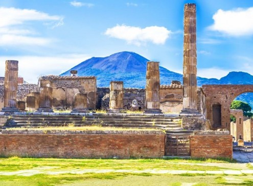 Archaeologists 'Puzzled' by 2,000-year-old Items Found in Pompeii Basement