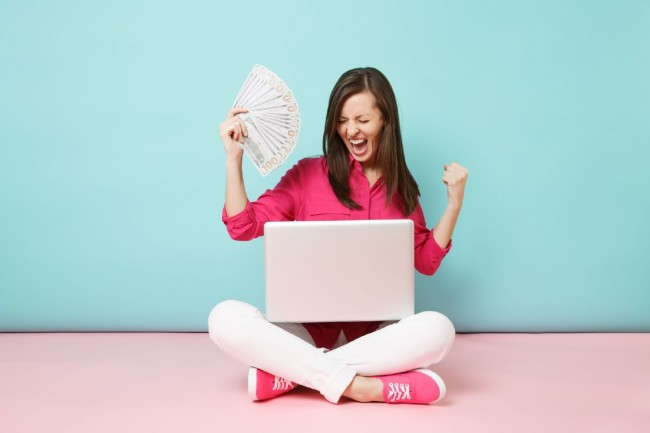 How You Can Earn Money Online While Attending School