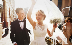 7 Pros and Cons of Getting Married In College
