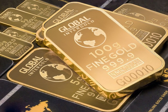 5 Factors to Consider Before Investing in Gold