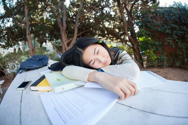 The Best Ways to Get a Good Night's Sleep When You're in College